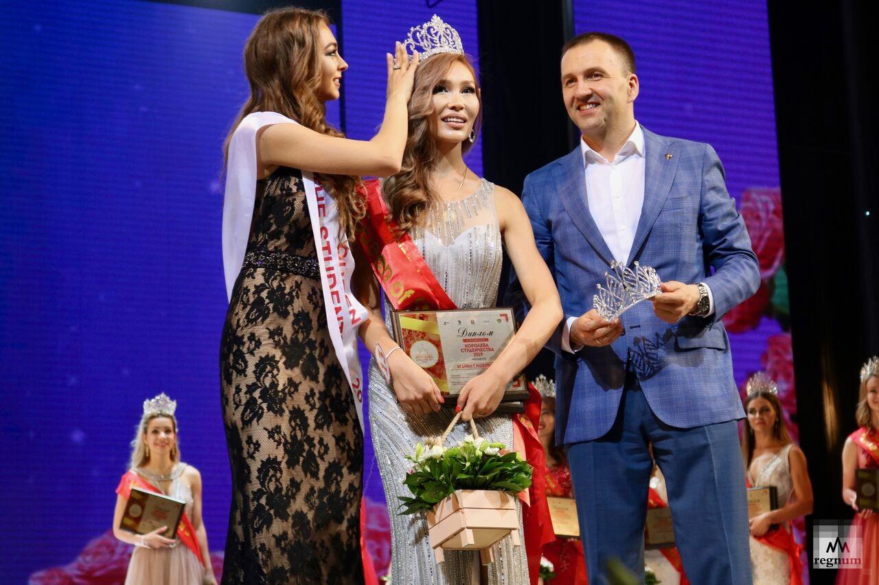 Победительница конкурса красоты и таланта — представительница Узбекистана Жамиля Ишенбаева