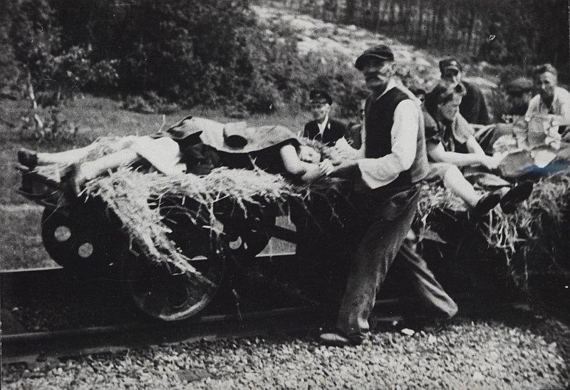 Жертвы атаки ОУН-УПА (организация, деятельность которой запрещена в РФ) на поезд в окрестностях Любичи Кролевской. 16 июня 1944 года