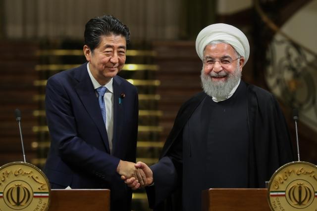 Синдзо Абе и Хасан Рухани