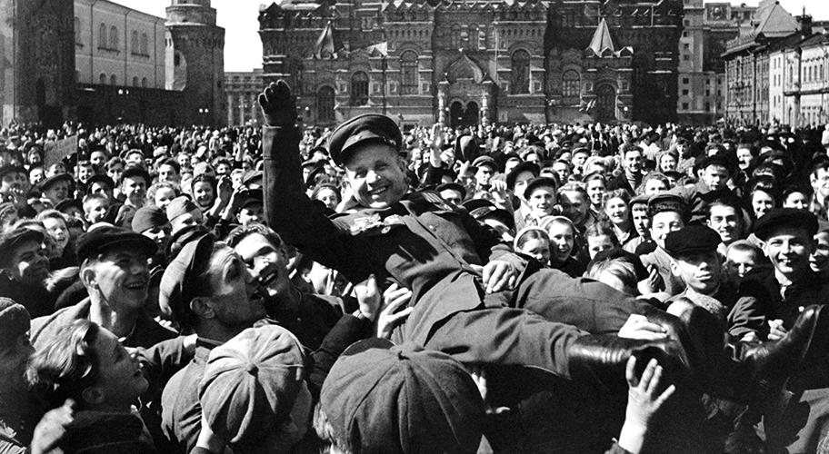 Праздник Победы на Красной площади в Москве, 1945 год