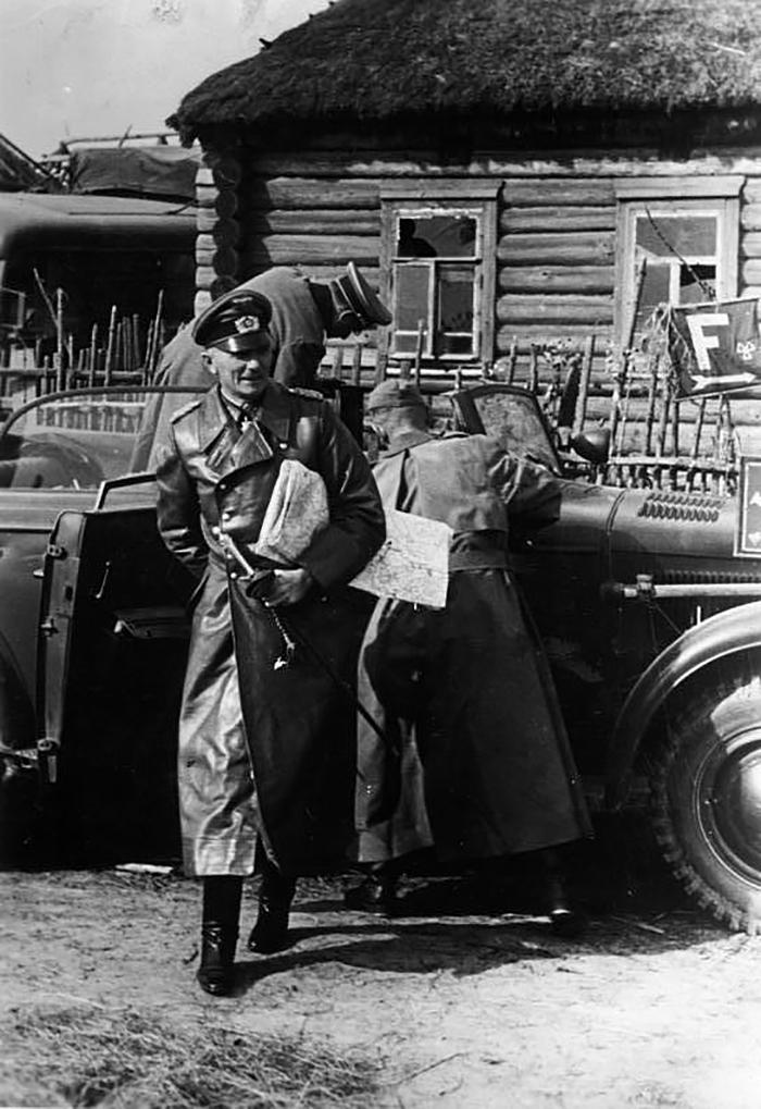 Фельдмаршал Фёдор фон Бок прибыл на встречу с командованием наступающих на Москву частей вермахта. Никольское, начало октября 1941 года