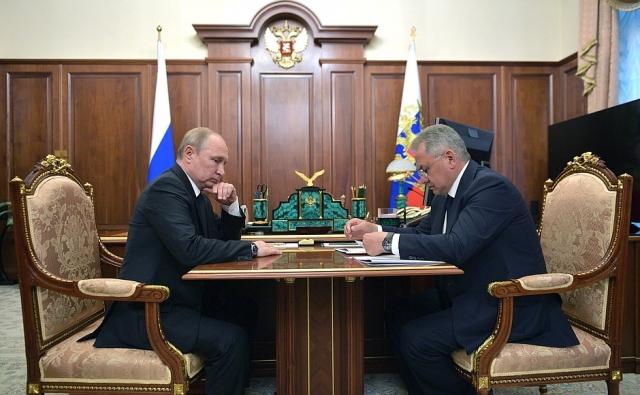 Министр обороны докладывает Верховному Главнокомандующему об аварии на подлодке. Москва, Кремль, 2 июля 2019 года