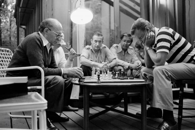 Збигнев Бжезинский за игрой в шахматы с израильским премьер-министром Менахемом Бегиным