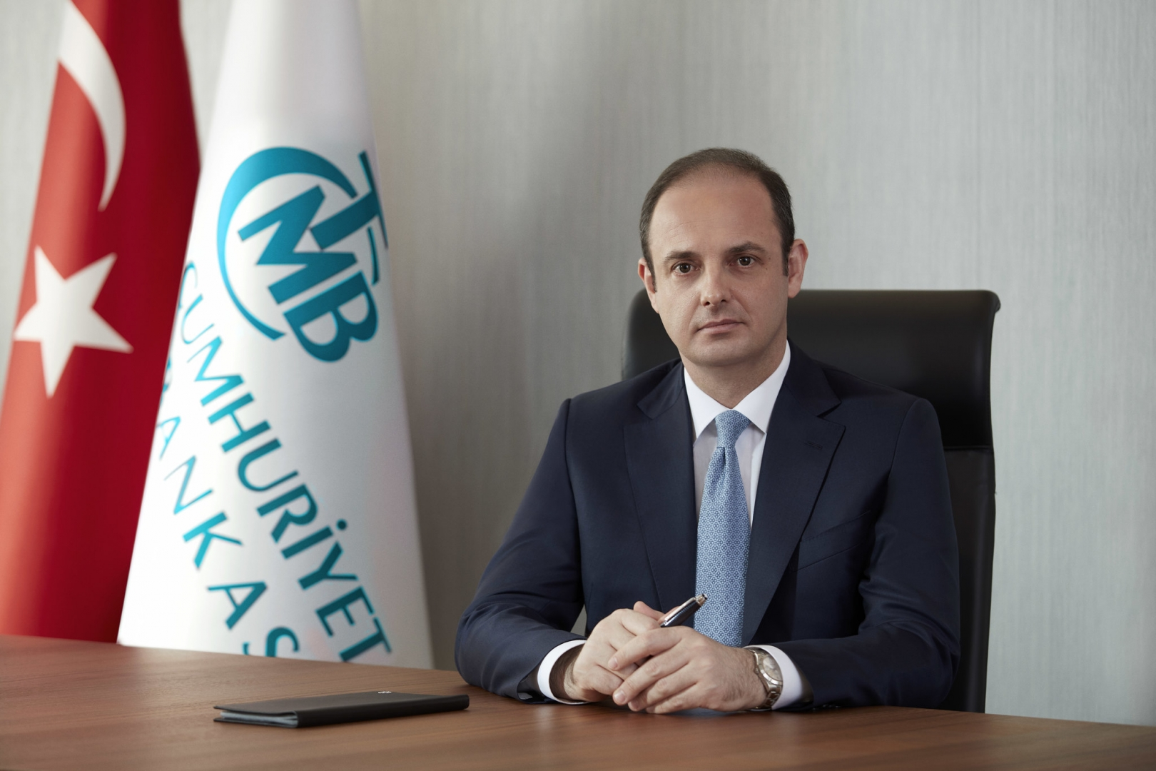 Председатель Центрального банка Турции Мурат Четинкая отправлен в отставку. Указ об это подписал президент Реджеп Тайип Эрдоган.