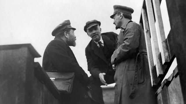 Троцкий, Ленин и Каменев