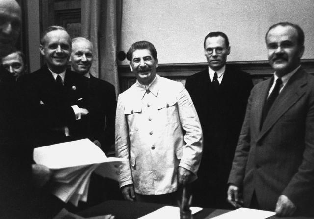 Во время подписания договора о ненападении между ССР и Германией. 1939
