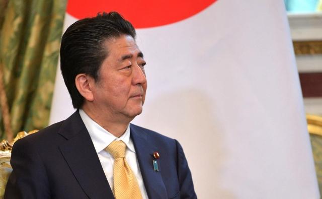Абэ желает решить проблему мирного контракта сРоссией к 2022-ому