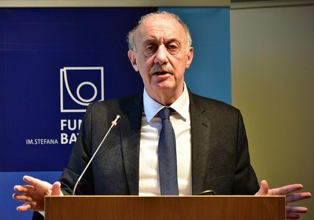 Профессор Сэмюэль Иссахаров (Нью-Йоркский университет) во время своего основного выступления в Fundacja Batorego в Варшаве, Польша. 2019