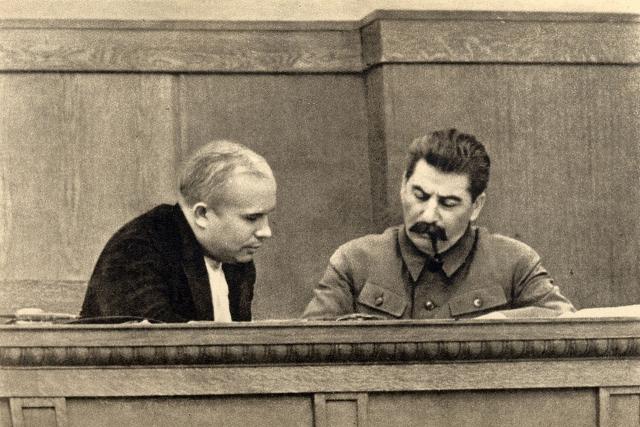 Никита Хрущёв и Иосиф Сталин