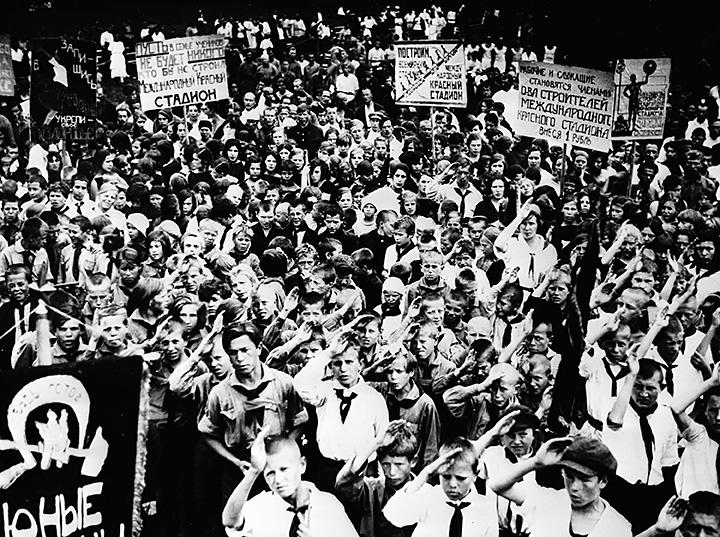 Демонстрация по случаю открытия стадиона «Юных пионеров» в Москве. 1934