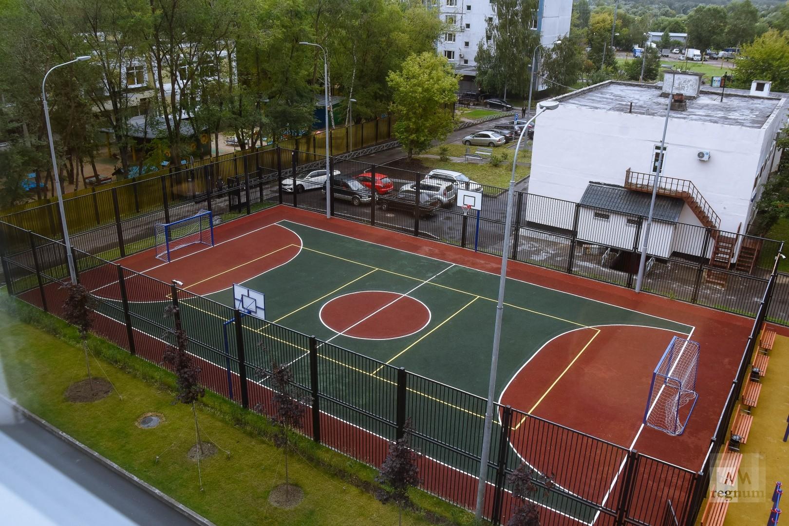 картинки спортивных площадок у школы отели
