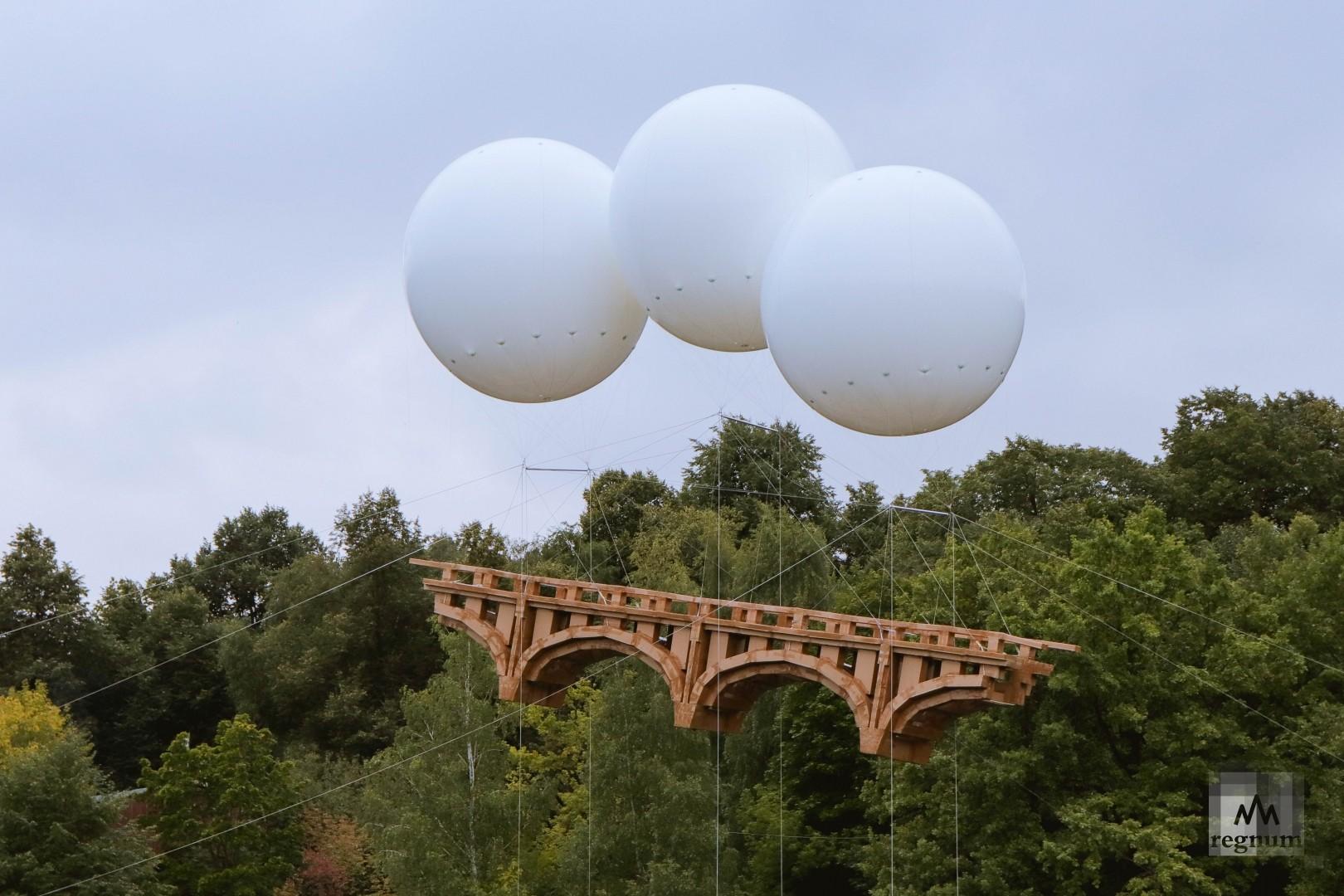 Запуск парящего моста стал одним из запоминающихся событий первого дня праздника