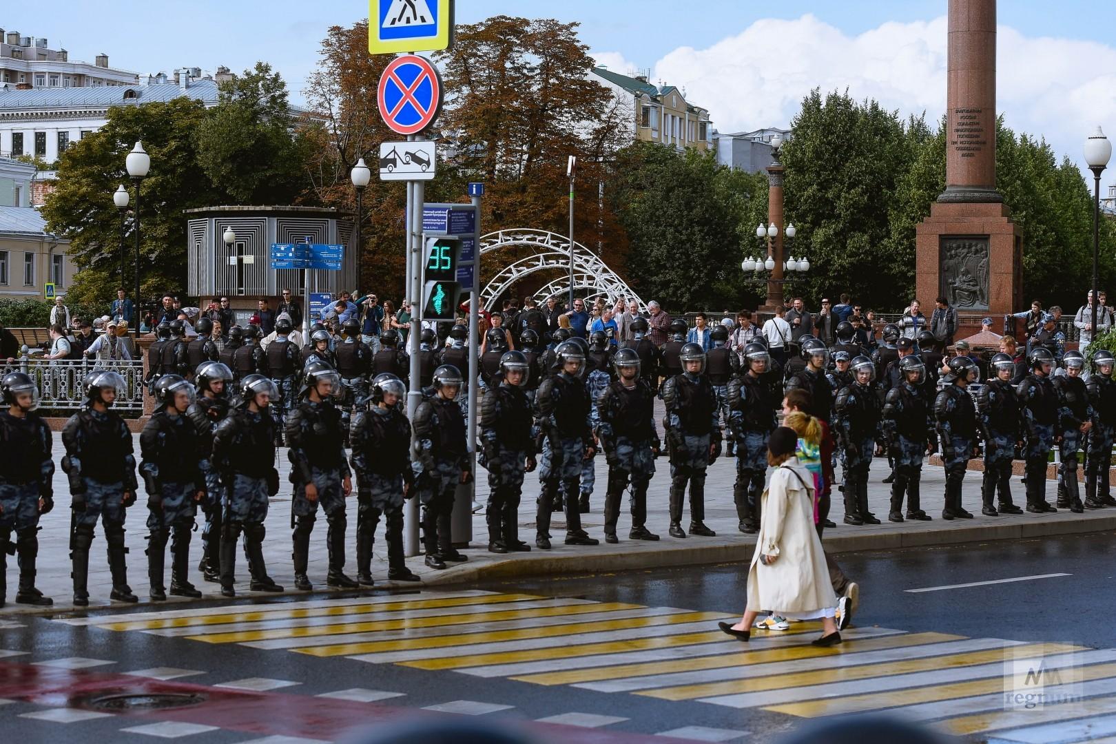 Полиция перекрыла Трубную площадь