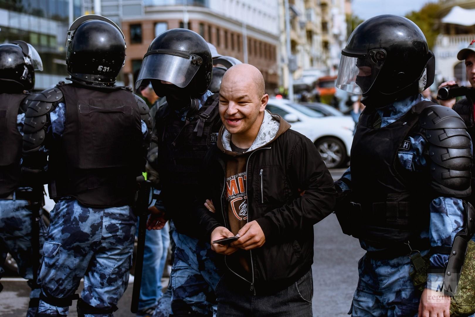Задержание участников несогласованнай акции протеста в Москве