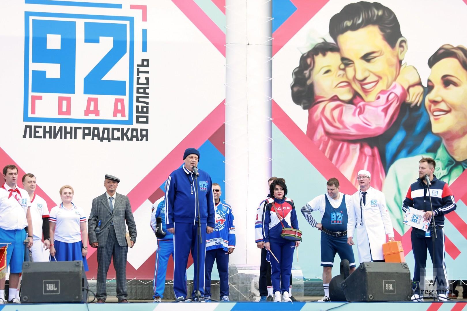 Александр Дрозденко поздравляет с 92-ой годовщиной Ленинградской области в Бокситогорске