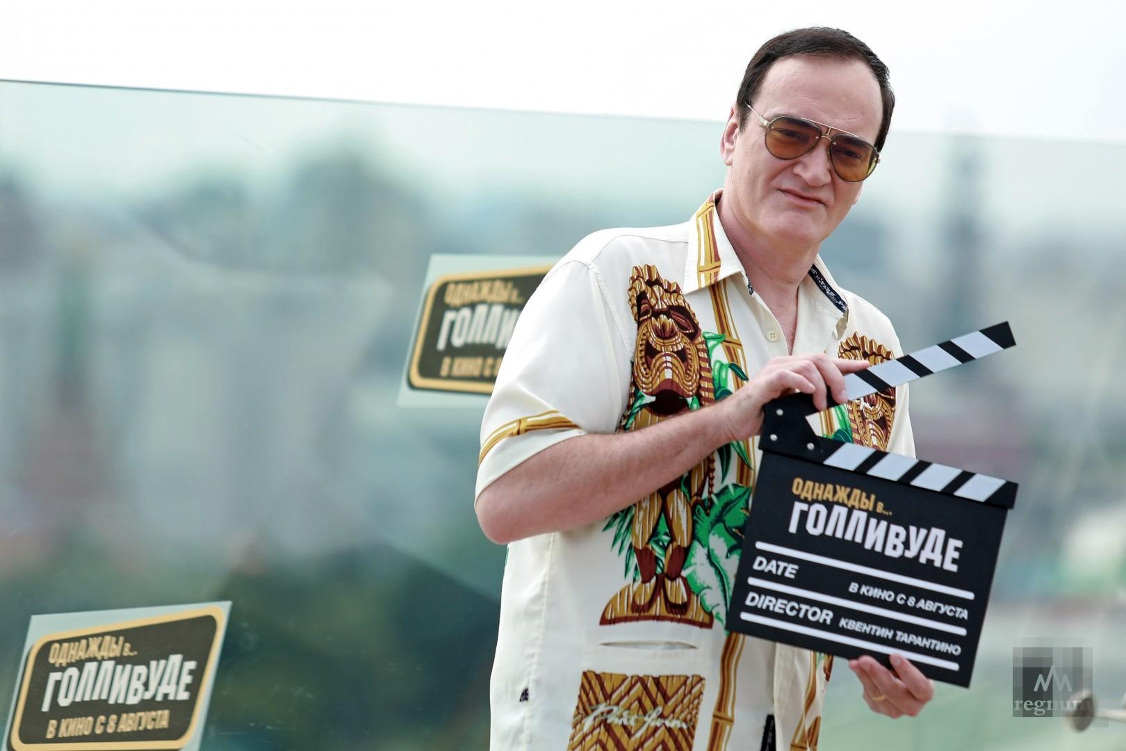 Квентин Тарантино во время фотосессии, посвященной премьере фильма «Однажды… в Голливуде» на крыше отеля Ritz Carlton