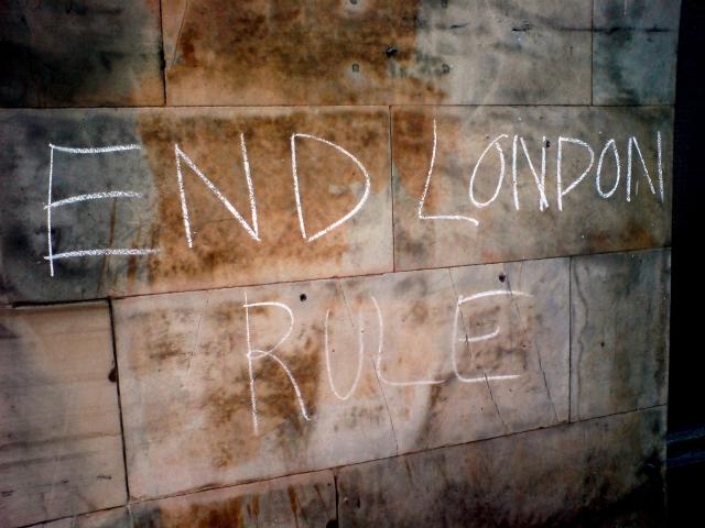 Националистическая надпись в Эдинбурге