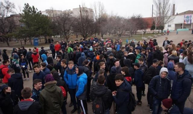 ОД «Мир Луганщине» провели субботник в  парке им. Щорса. 2019