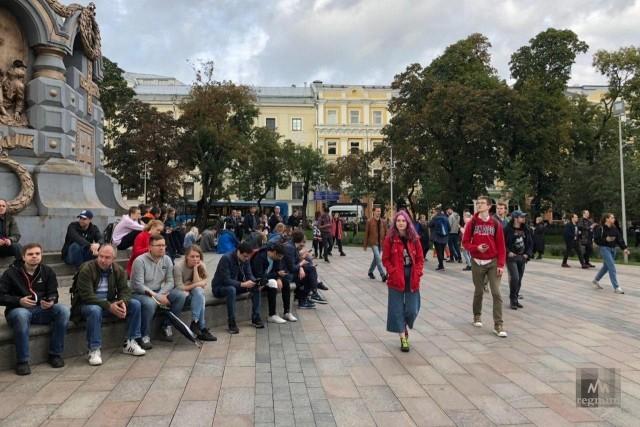 Молодежь на митинге в Москве 10 августа