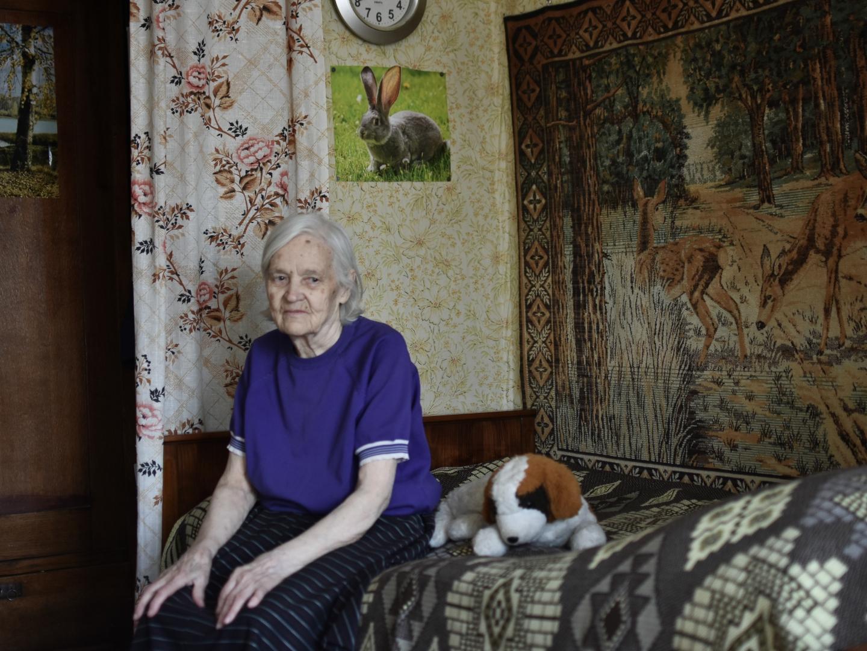 В бабушкиной комнате всегда чистота и порядок, хотя с каждым днем на это тратится все больше сил