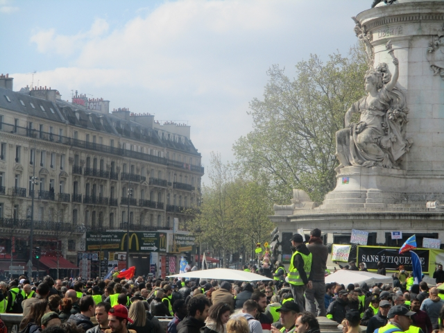 Протест на площади Республики