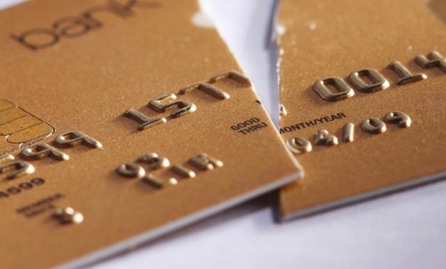 Блокировка банковских карт — не ради кризиса, а ради власти