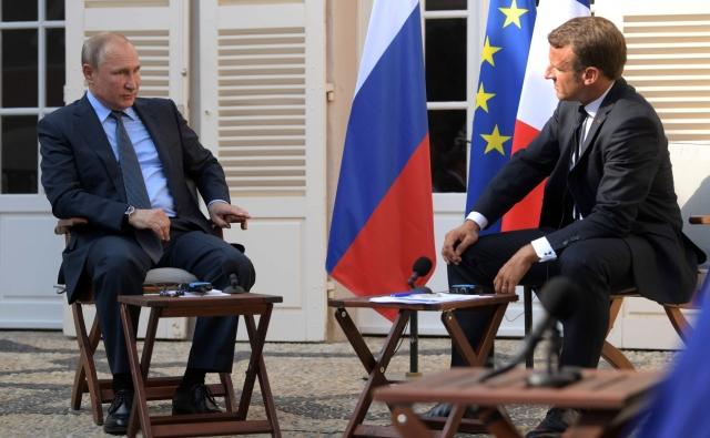 «Похоронная процессия»: что в Киеве думают о переговорах Путина и Макрона
