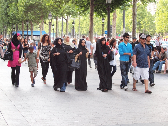 Мусульмане на улицах Парижа
