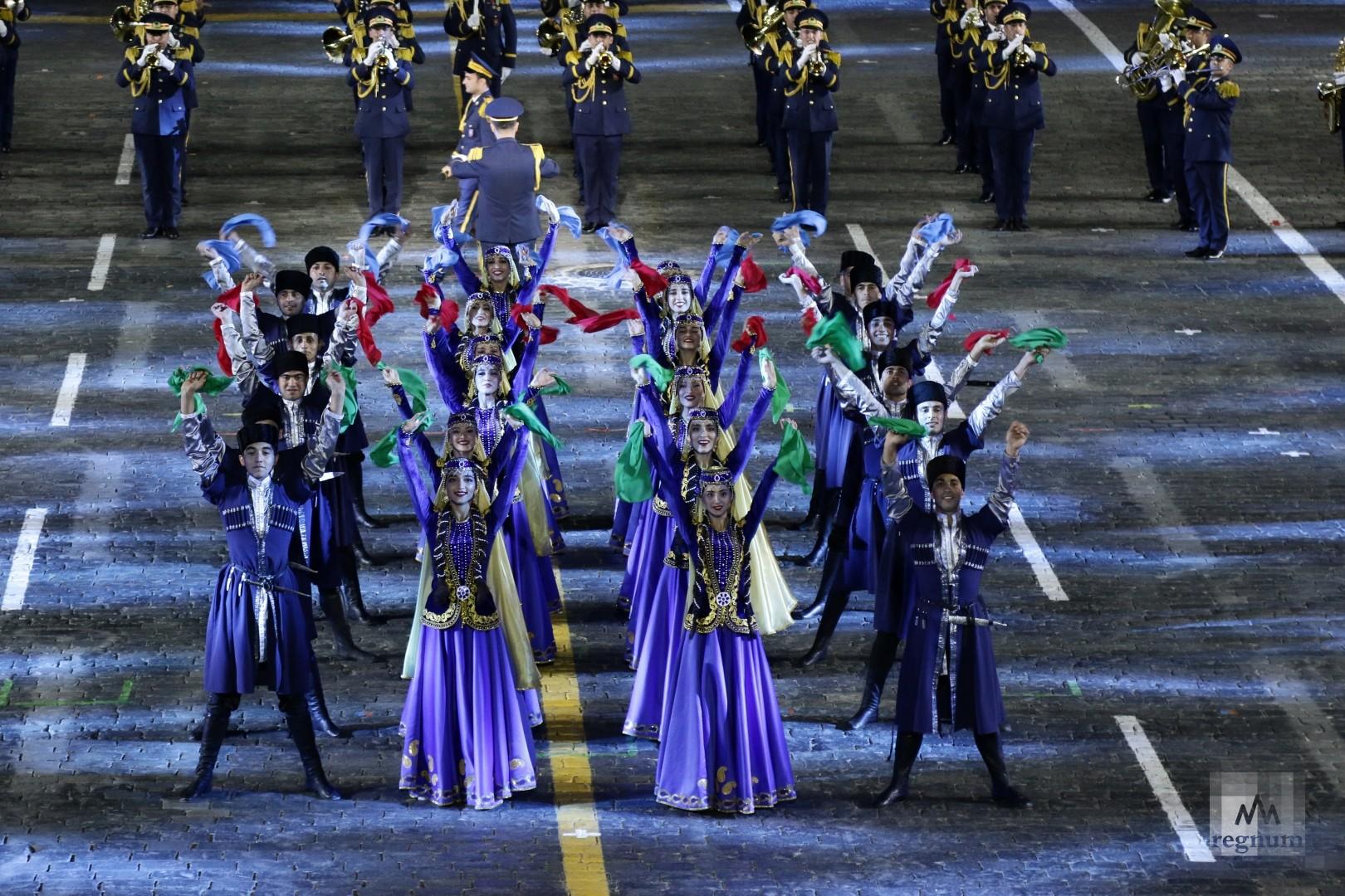 Выступление оркестра азербайджанского высшего военного училища имени Гейдара Алиева