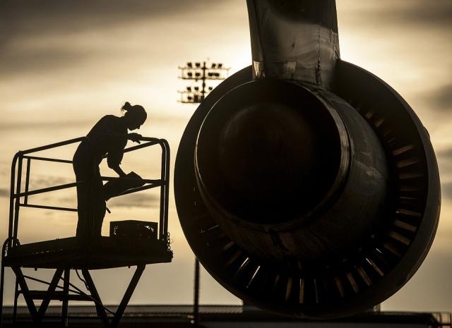 Авиамеханик в США обвинён в порче бортового оборудования ради сверхурочных