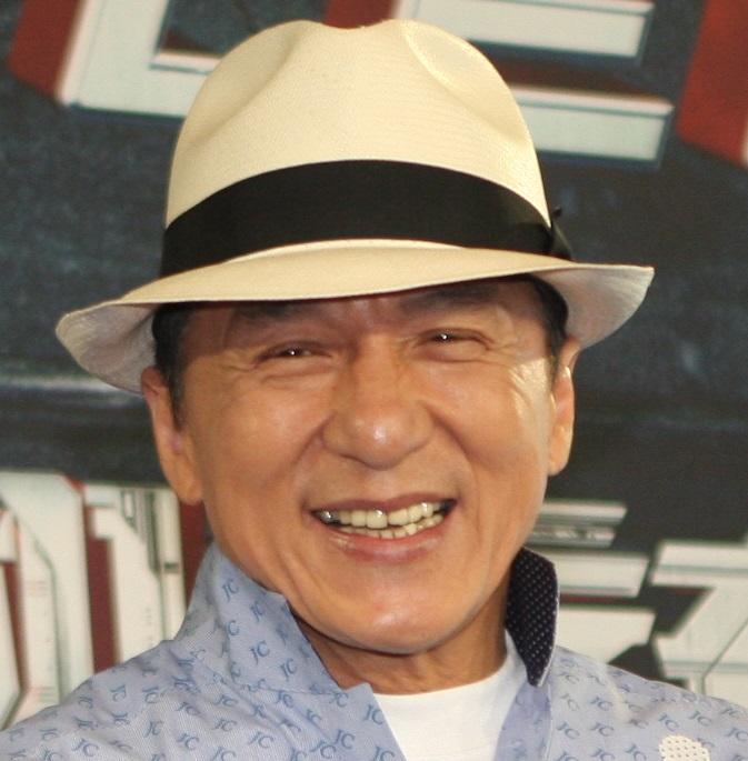 Джеки Чан извинился перед фанатами нарусском языке