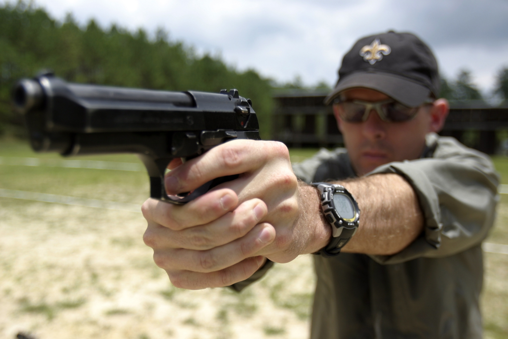 Стрельба из оружия картинка