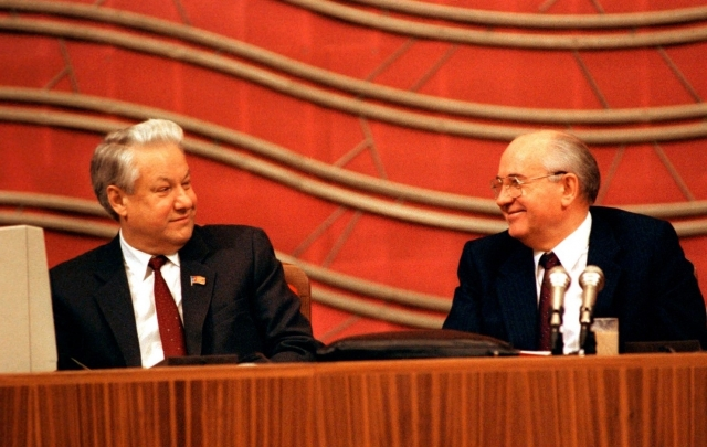 Михаил Горбачев и Борис Ельцин. 1990