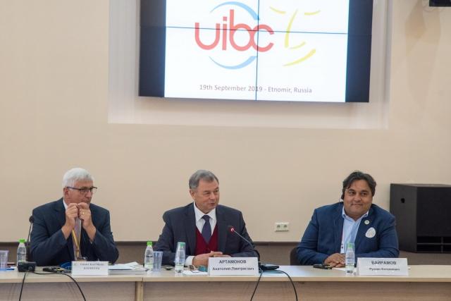 Участников конгресса приветствовал губернатор Калужской области Анатолий Артамонов