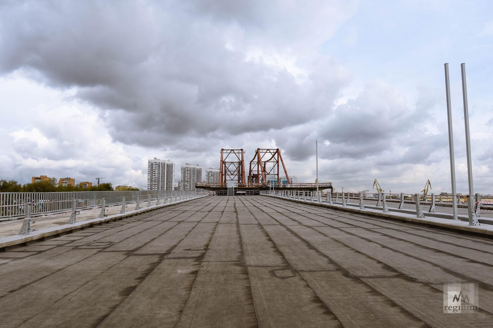 Строительство нового моста через Москву-реку в районе Нагатинского затона