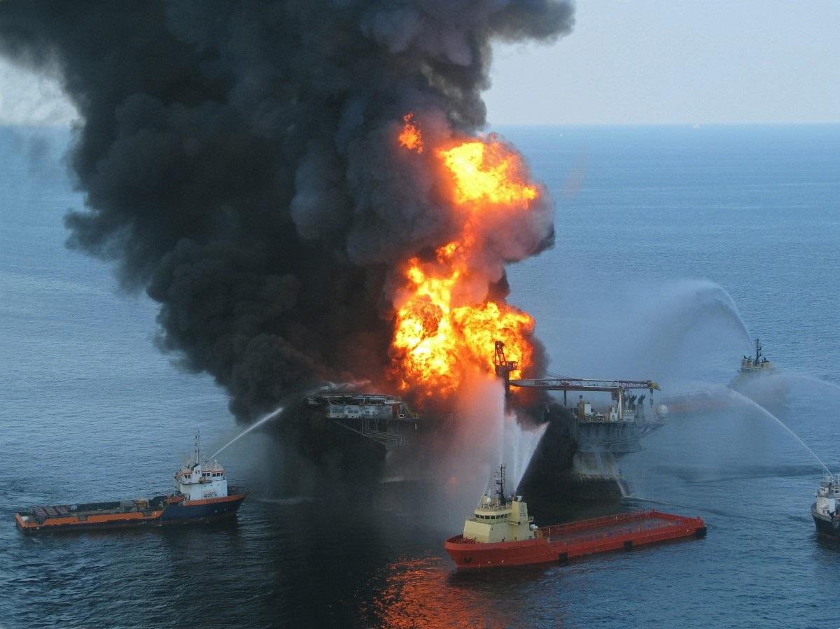 На плавбазе у берегов Шикотана силами экипажа пожар ликвидирован
