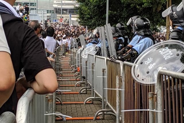 Полиция и протестующие в Гонконге. 2019