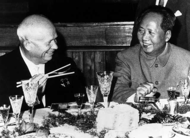 Никита Хрущев и Мао Цзэдун. 1959