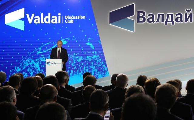 Владимир Путин на пленарной сессии XVI заседания дискуссионного клуба «Валдай»