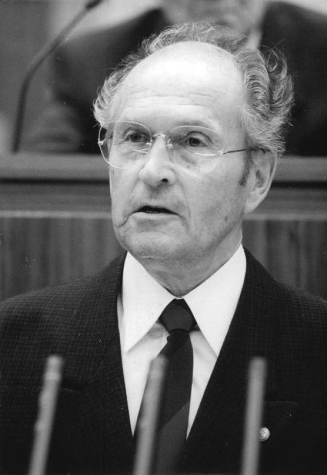 Оскар Фишер.