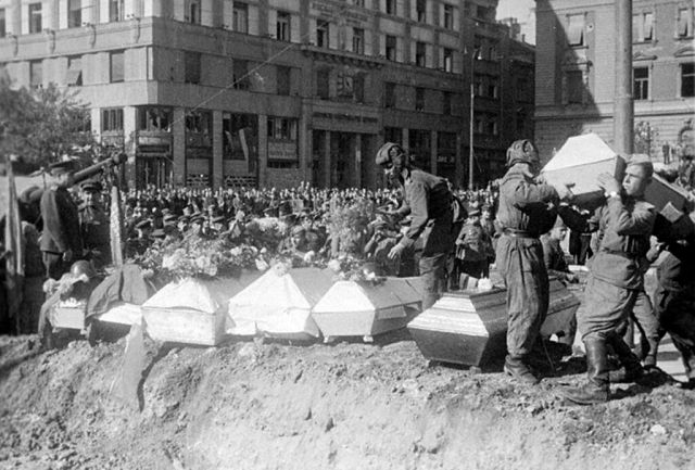 Похороны советских солдат, павших при освобождении Белграда. 1944