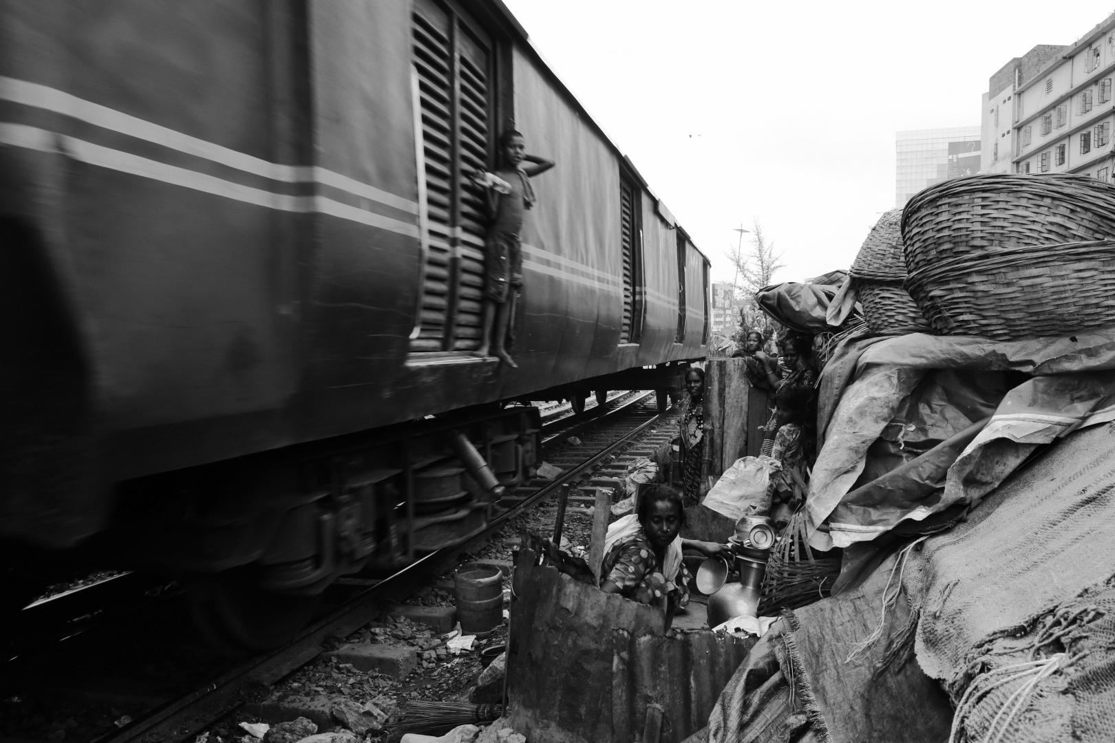 Карван базар — трущобы на железнодорожных путях