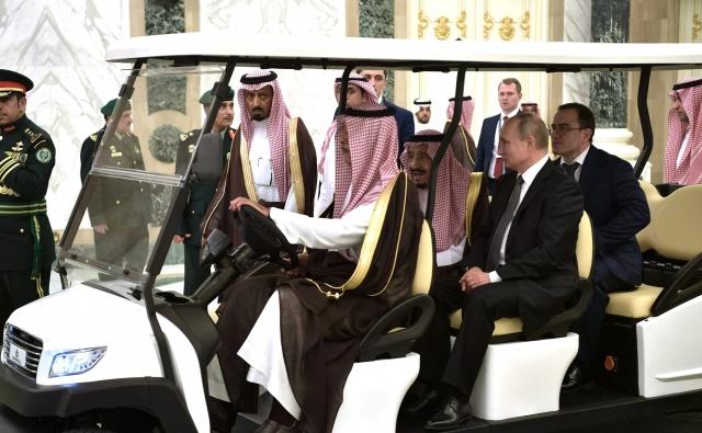 Владимир Путин во время визита в Саудовскую Аравию