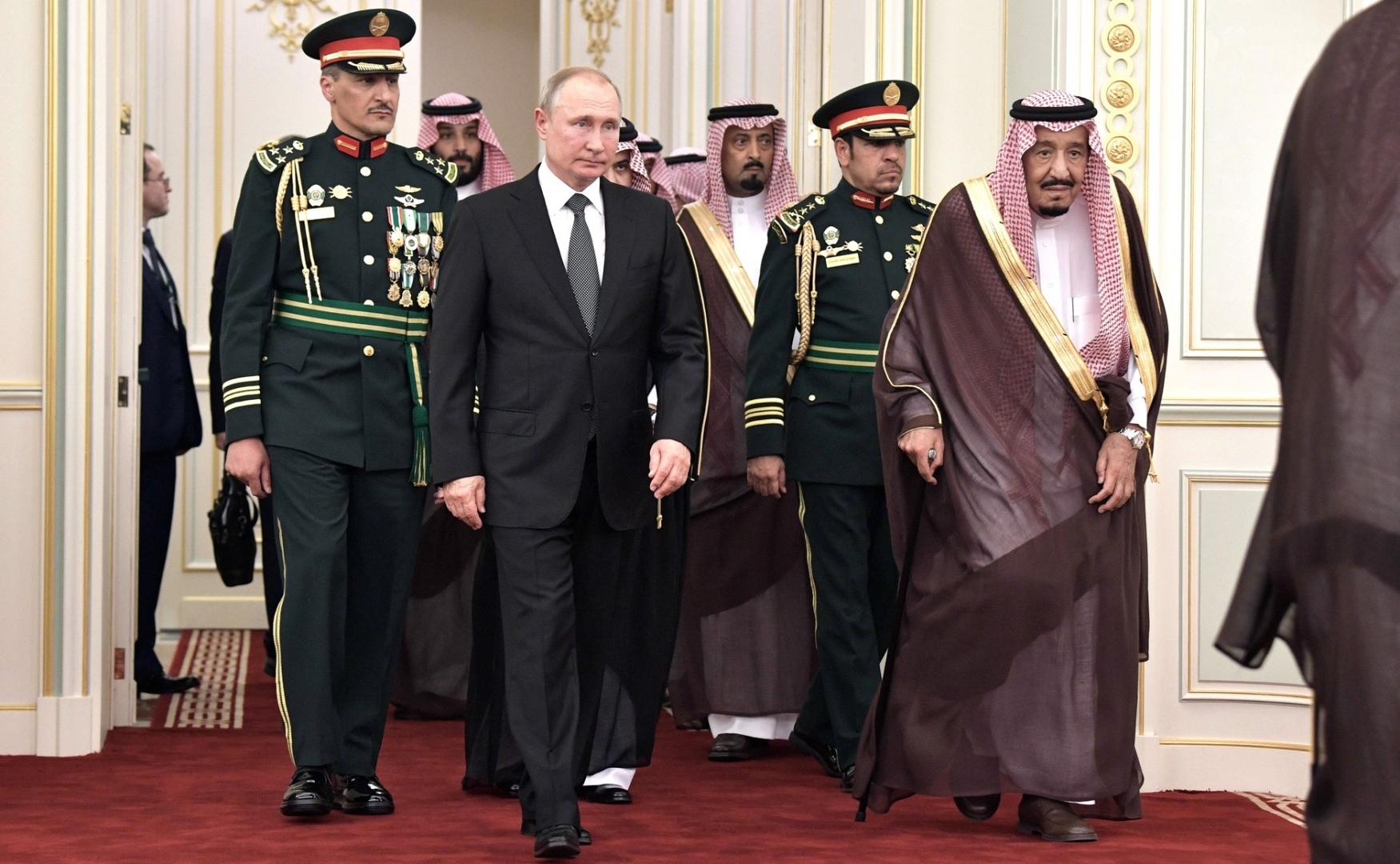 Эскадра истребителей сделала полёт врамках визита Владимира Путина вАбу-Даби