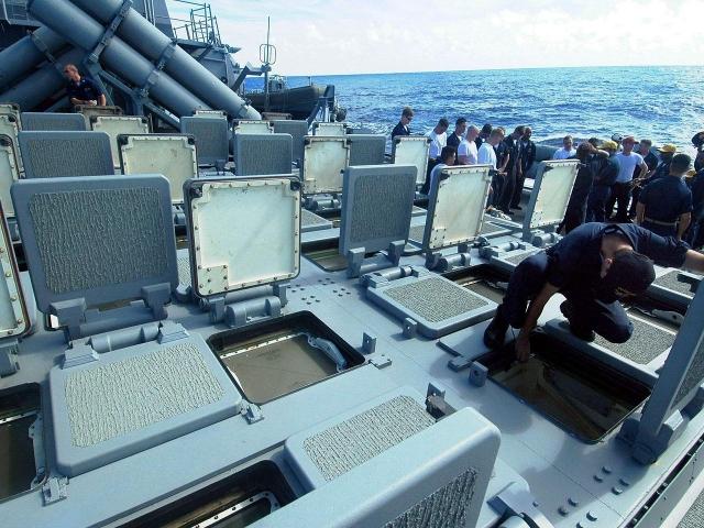 Пусковая установка MK41 для запуска крылатых ракет Tomahawk на эсминце DDG-62 «Фитцджеральд»
