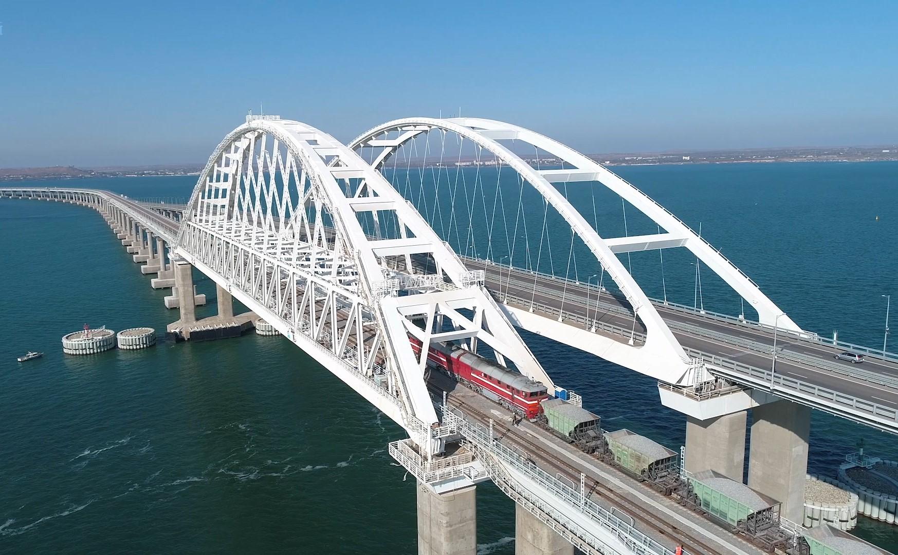 Thử nghiệm đường sắt qua cầu Crimea (VIDEO)