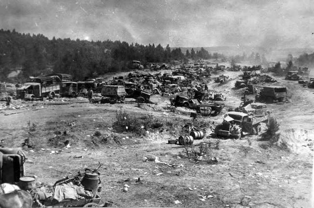 Брошенные машины немецкой 9-й армии на дороге возле Титовки/ Бобруйск.1944