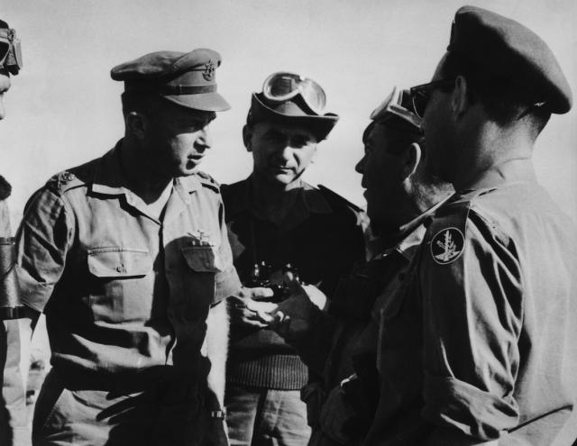 Ицхак Рабин (слева) в 1967 году