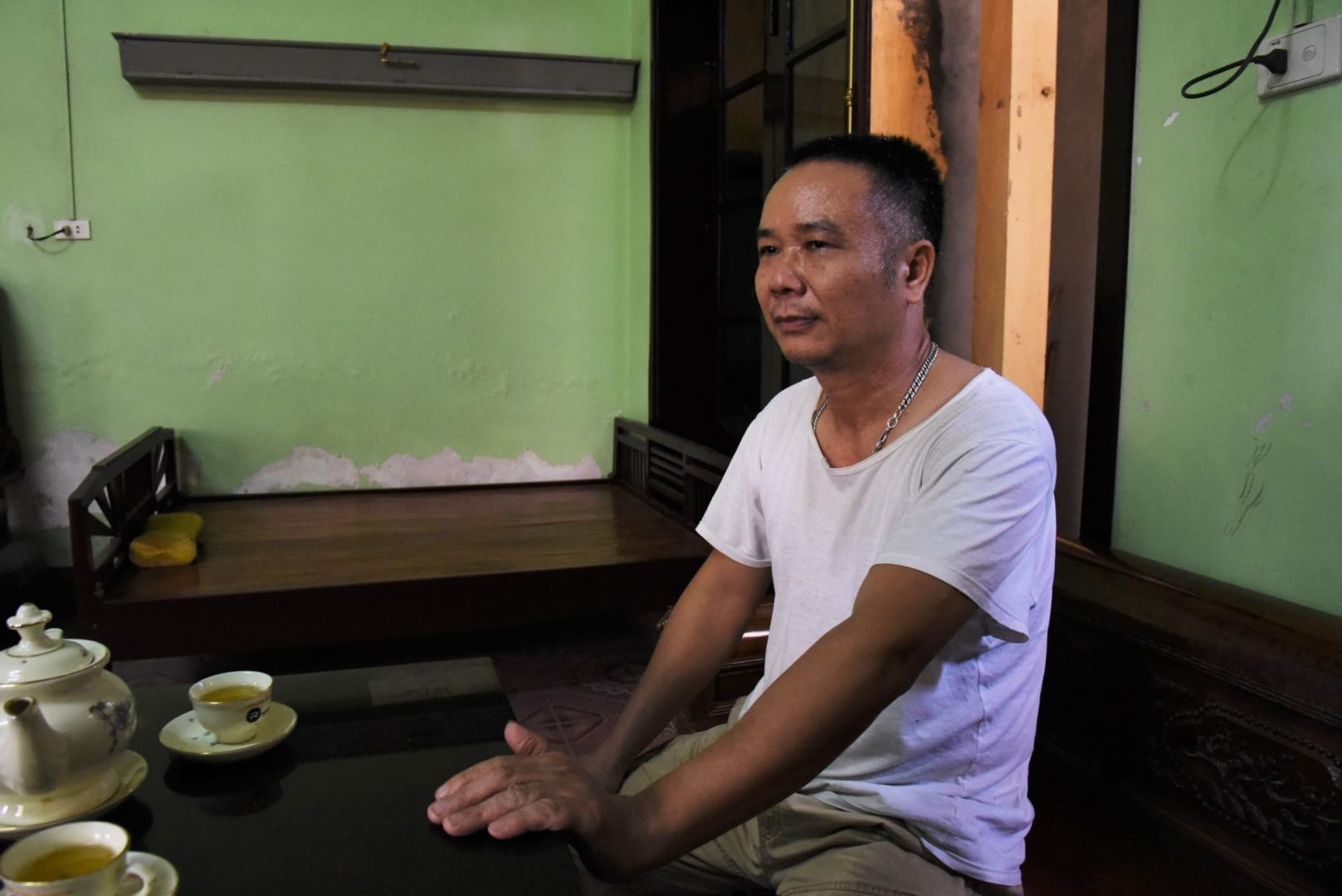 Nguyen Van Hai — владелец змеиной фермы в деревне Винь Сон. Навыки по разведению и уходу за ядовитыми змеями Van Hai перенял от своего отца