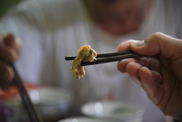 «Мясо змеи считается афродизиаком. Чем ядовитее змея, тем больше приносит пользы для здоровья» – утверждает Van Hai